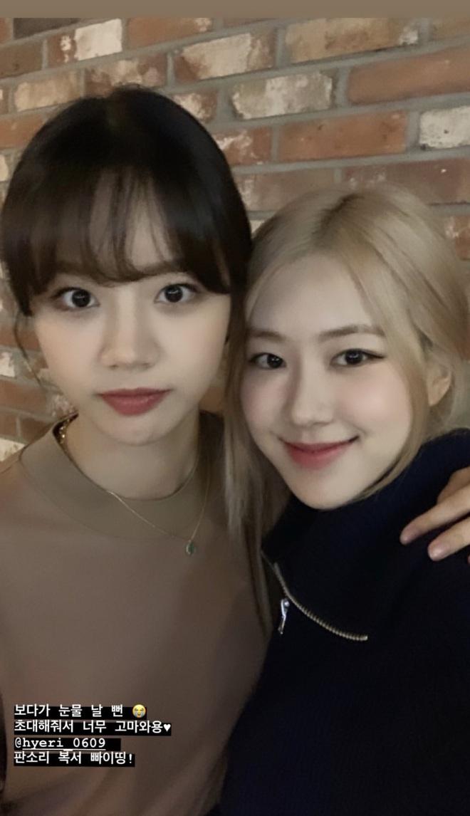 Loạt hình sinh nhật nóng bỏng tay của cặp bạn thân Rosé (BLACKPINK) - Hyeri (Girls Day): Bộ đôi mỹ nhân thân thiết của Kpop, khung hình nào cũng xinh ngỡ ngàng - Ảnh 10.