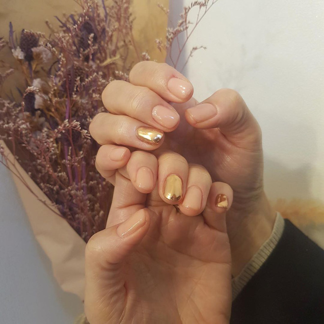 Tham khảo 20 mẫu nail mạ vàng cực đẹp và sang đang rất hot tại Hàn Quốc - Ảnh 6.