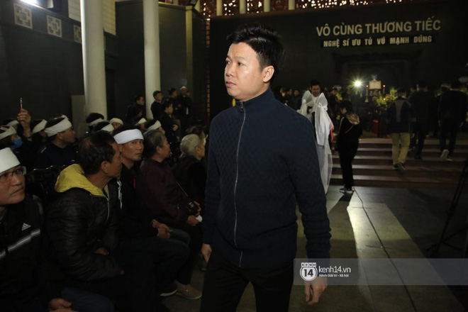 Xuân Bắc, Thanh Lam cùng dàn nghệ sĩ Việt không giấu được nỗi buồn, bật khóc trong tang lễ NSƯT Vũ Mạnh Dũng - ảnh 14
