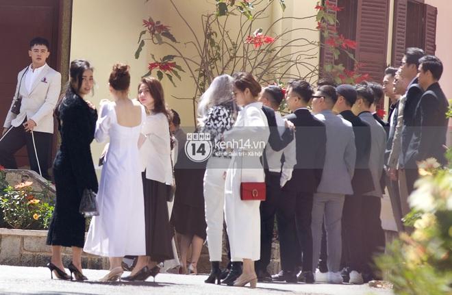 Binz, Soobin Hoàng Sơn và hội gentleman Vbiz xuất hiện cực điển trai trong đám cưới Tóc Tiên và Hoàng Touliver - ảnh 3
