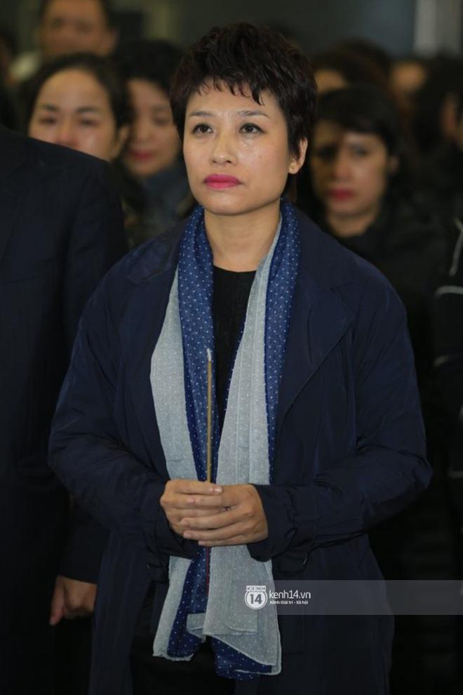 Xuân Bắc, Thanh Lam cùng dàn nghệ sĩ Việt không giấu được nỗi buồn, bật khóc trong tang lễ NSƯT Vũ Mạnh Dũng - ảnh 1