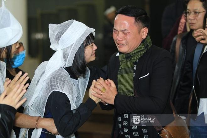 Xuân Bắc, Thanh Lam cùng dàn nghệ sĩ Việt không giấu được nỗi buồn, bật khóc trong tang lễ NSƯT Vũ Mạnh Dũng - ảnh 16