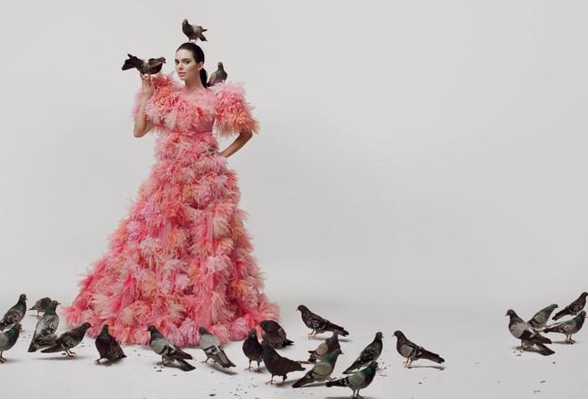 Sang chấn với bộ ảnh mới của Kendall Jenner: Concept dị gây lú, phô bày vòng 1 quá sức bạo liệt - ảnh 6