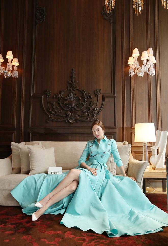 Xem bộ ảnh mới nhất của Jessica, Cnet ngộp thở trong khí chất sang chảnh và thần thái quý tộc của cô nàng - Ảnh 2.