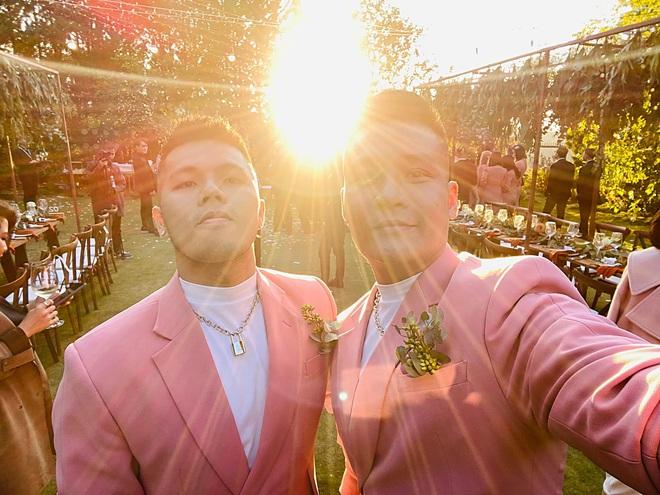 Bộ đôi LGBT nổi tiếng từng hợp tác với toàn sao cỡ bự Vbiz cầu hôn trong đám cưới Tóc Tiên sau 8 năm yêu - ảnh 2
