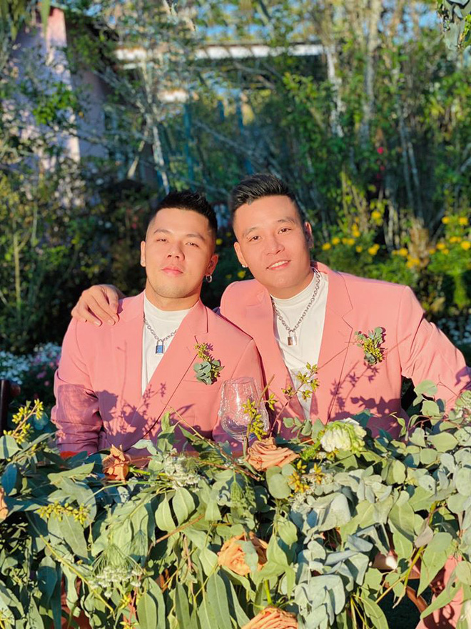 Bộ đôi LGBT nổi tiếng từng hợp tác với toàn sao cỡ bự Vbiz cầu hôn trong đám cưới Tóc Tiên sau 8 năm yêu - ảnh 3