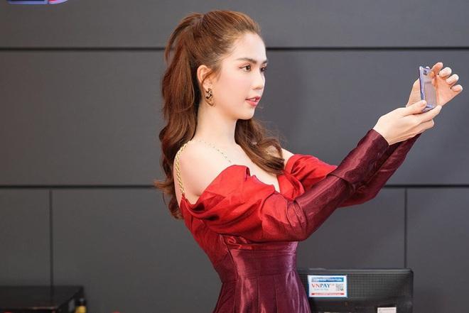 Nhìn sự cách biệt váy hiệu – váy chợ của Ngọc Trinh mới thấy photoshop có tác dụng thần kỳ thế nào - ảnh 2
