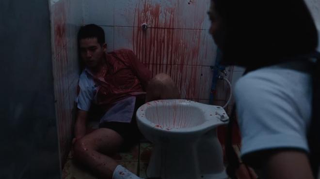 6 cảnh gây ám ảnh tột độ ở Girl From Nowhere: Từ giành nhau uống máu tươi đến chôn sống bạn thân mình - ảnh 9