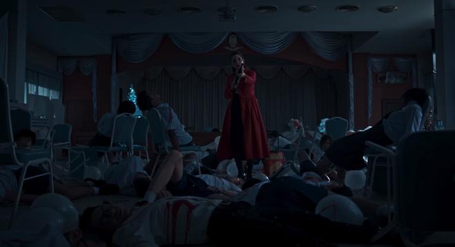 6 cảnh gây ám ảnh tột độ ở Girl From Nowhere: Từ giành nhau uống máu tươi đến chôn sống bạn thân mình - ảnh 11