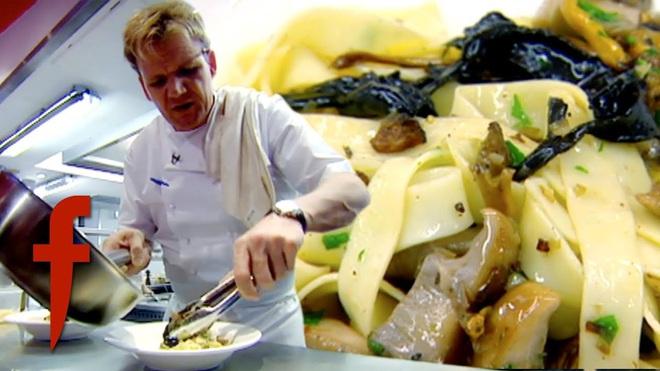 Đầu bếp lừng danh Gordon Ramsay chế biến pasta trái ngược hoàn toàn với cách mà người Ý làm, lý do thật sự là gì? - Ảnh 2.