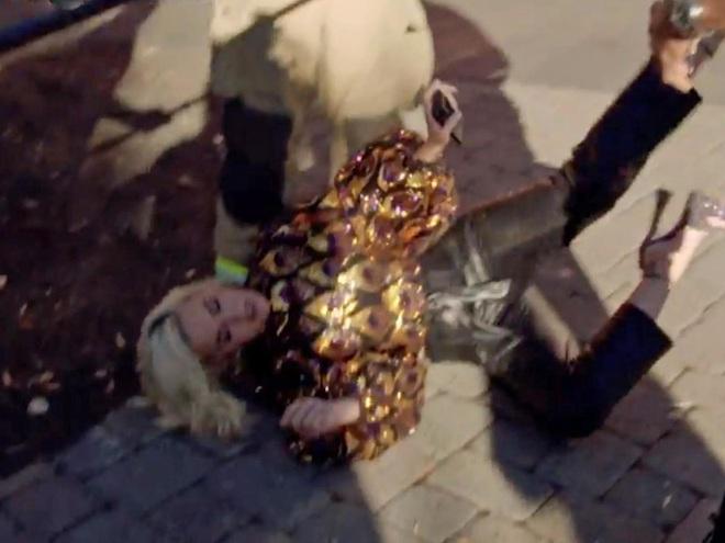 Phát hoảng trước cảnh Katy Perry ngã quỵ xuống đất sau sự cố chưa từng có trong lịch sử American Idol - ảnh 2