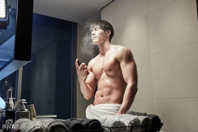 Ác nam Tầng lớp Itaewon: Người mẫu body hot 1000 độ, thân với Kim Woo Bin, Song Joong Ki và thầm crush Song Hye Kyo - ảnh 18
