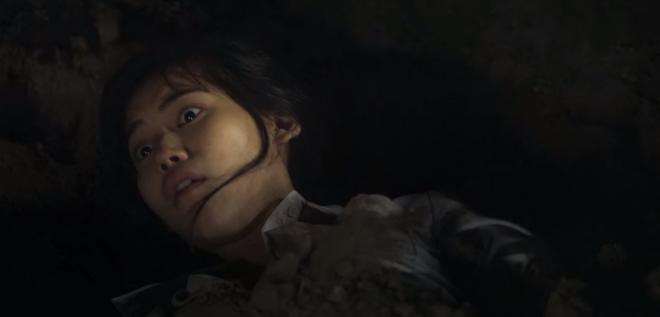 6 cảnh gây ám ảnh tột độ ở Girl From Nowhere: Từ giành nhau uống máu tươi đến chôn sống bạn thân mình - ảnh 4