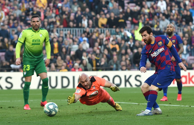 Sau mạch tịt ngòi dài nhất suốt 6 năm qua, Messi bùng nổ với 4 bàn thắng để đạt cột mốc vô tiền khoáng hậu trong lịch sử bóng đá thế giới - ảnh 3