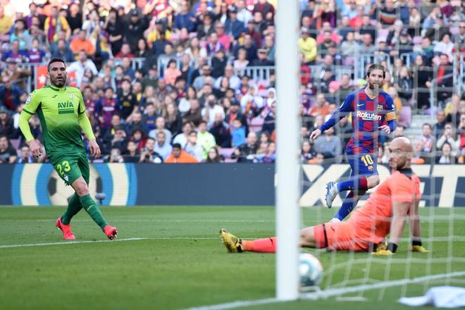 Sau mạch tịt ngòi dài nhất suốt 6 năm qua, Messi bùng nổ với 4 bàn thắng để đạt cột mốc vô tiền khoáng hậu trong lịch sử bóng đá thế giới - ảnh 4