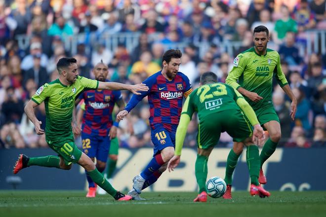 Sau mạch tịt ngòi dài nhất suốt 6 năm qua, Messi bùng nổ với 4 bàn thắng để đạt cột mốc vô tiền khoáng hậu trong lịch sử bóng đá thế giới - ảnh 2
