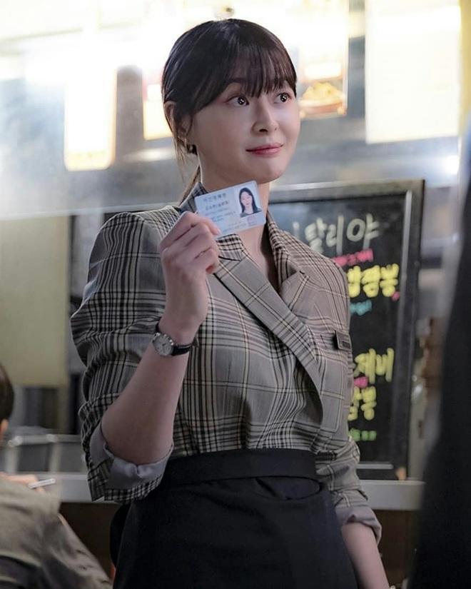 """Soo Ah của """"Itaewon Class"""": Trong phim để mái thưa trẻ xinh, ngoài đời còn có nhiều kiểu tóc khí chất hơn nhiều - ảnh 9"""