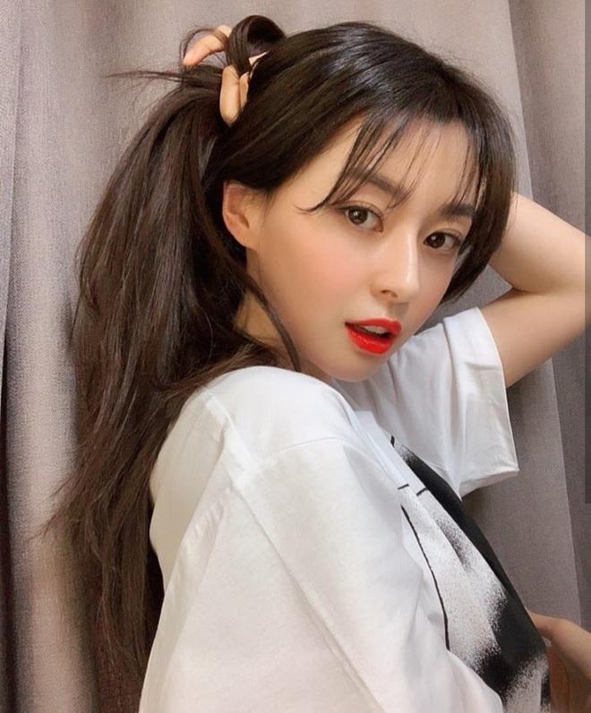 """Soo Ah của """"Itaewon Class"""": Trong phim để mái thưa trẻ xinh, ngoài đời còn có nhiều kiểu tóc khí chất hơn nhiều - ảnh 16"""