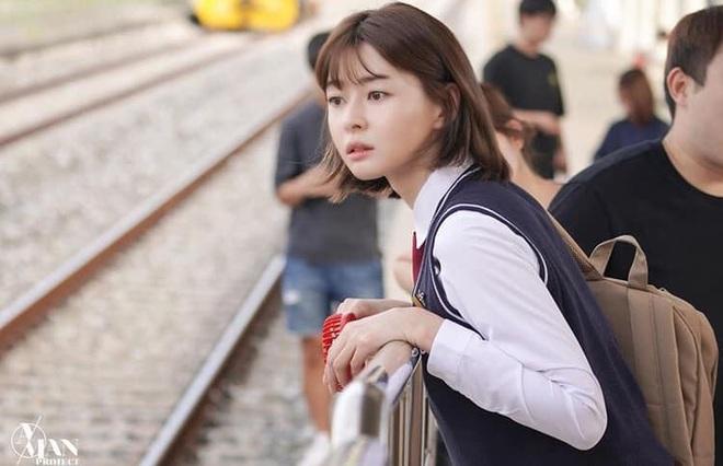 """Soo Ah của """"Itaewon Class"""": Trong phim để mái thưa trẻ xinh, ngoài đời còn có nhiều kiểu tóc khí chất hơn nhiều - ảnh 2"""