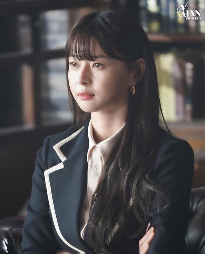"""Soo Ah của """"Itaewon Class"""": Trong phim để mái thưa trẻ xinh, ngoài đời còn có nhiều kiểu tóc khí chất hơn nhiều - ảnh 4"""