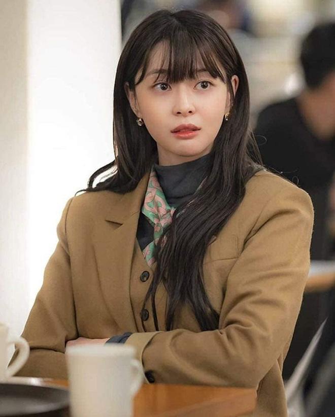 """Soo Ah của """"Itaewon Class"""": Trong phim để mái thưa trẻ xinh, ngoài đời còn có nhiều kiểu tóc khí chất hơn nhiều - ảnh 3"""