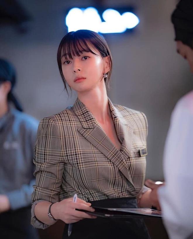 """Soo Ah của """"Itaewon Class"""": Trong phim để mái thưa trẻ xinh, ngoài đời còn có nhiều kiểu tóc khí chất hơn nhiều - ảnh 8"""