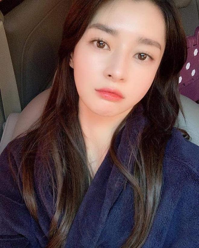 """Soo Ah của """"Itaewon Class"""": Trong phim để mái thưa trẻ xinh, ngoài đời còn có nhiều kiểu tóc khí chất hơn nhiều - ảnh 15"""
