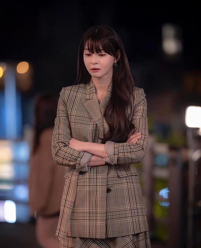 """Soo Ah của """"Itaewon Class"""": Trong phim để mái thưa trẻ xinh, ngoài đời còn có nhiều kiểu tóc khí chất hơn nhiều - ảnh 5"""