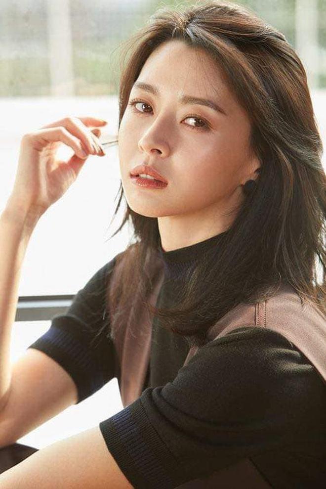 """Soo Ah của """"Itaewon Class"""": Trong phim để mái thưa trẻ xinh, ngoài đời còn có nhiều kiểu tóc khí chất hơn nhiều - ảnh 14"""