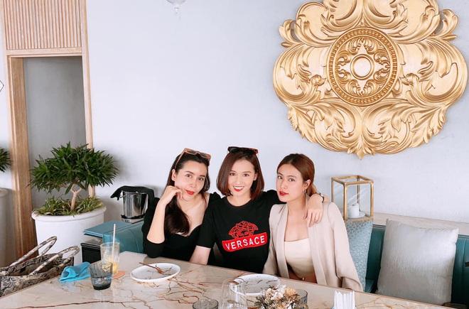 Hội chị em Lưu Hương Giang, Hoàng Thùy Linh hiếm hoi chung khung hình: Đều ngoài 30 vẫn đẹp một chín một mười - ảnh 1