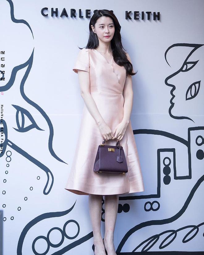 """Soo Ah của """"Itaewon Class"""": Trong phim để mái thưa trẻ xinh, ngoài đời còn có nhiều kiểu tóc khí chất hơn nhiều - ảnh 12"""