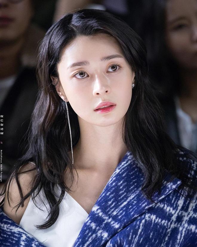 """Soo Ah của """"Itaewon Class"""": Trong phim để mái thưa trẻ xinh, ngoài đời còn có nhiều kiểu tóc khí chất hơn nhiều - ảnh 10"""