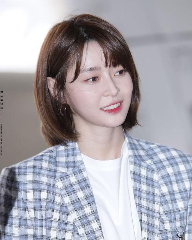 """Soo Ah của """"Itaewon Class"""": Trong phim để mái thưa trẻ xinh, ngoài đời còn có nhiều kiểu tóc khí chất hơn nhiều - ảnh 17"""
