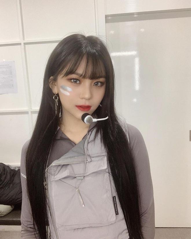 Vẫn biết Umji (G-Friend) đã lột bỏ mác nữ idol xấu nhất lịch sử Kpop nhưng thay đổi ngoạn mục đến thế này thì đúng là ngỡ ngàng - Ảnh 4.