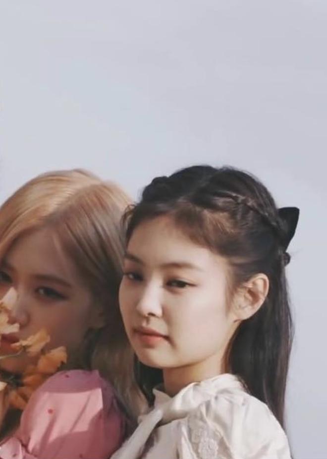 """Băng đô, cặp tóc nơ """"khổng lồ"""" lên ngôi xuân này: Sao Hàn ai cũng diện, đáng nể nhất Irene vì """"hack tuổi"""" liên hoàn - ảnh 5"""