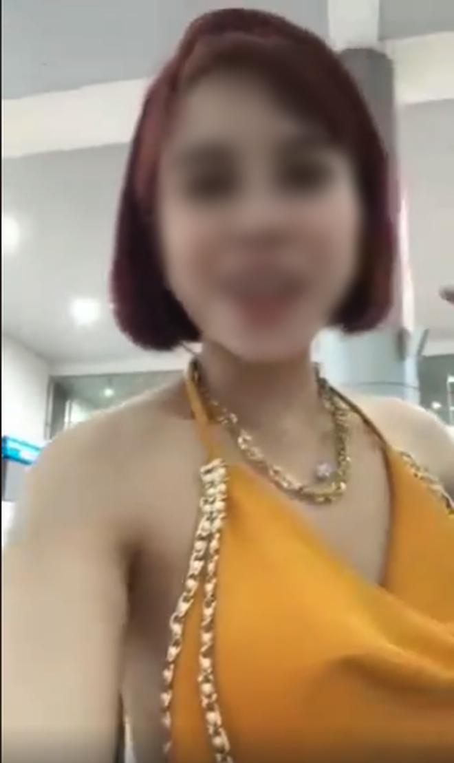 Phẫn nộ cô gái Việt livestream tại sân bay, khoe trốn cách ly khi vừa về từ tâm dịch Hàn Quốc: Người phụ nữ khôn, sống bằng cái não nên không bị cách ly - ảnh 2