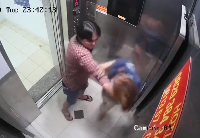 Vụ người đàn ông hành hung dã man cô gái trong thang máy: 2 người có quan hệ yêu đương, gã đàn ông bị xử phạt hành chính - Ảnh 1.
