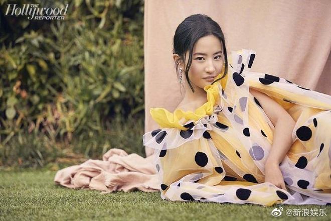 Tranh cãi bộ ảnh chụp cho tạp chí Mỹ của Lưu Diệc Phi, Cnet cạn lời với bức chụp góc nghiêng già chát? - ảnh 2