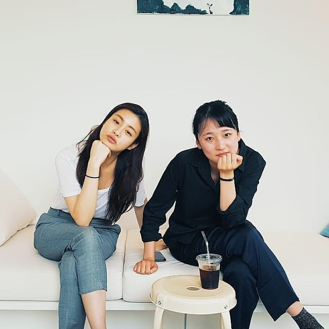 Tình cũ của Hyun Bin: Style thường ngày có thể hơi nhạt nhưng làn da mộc mạc ở tuổi 30 lại đẹp xuất chúng không thua gì Son Ye Jin - ảnh 9