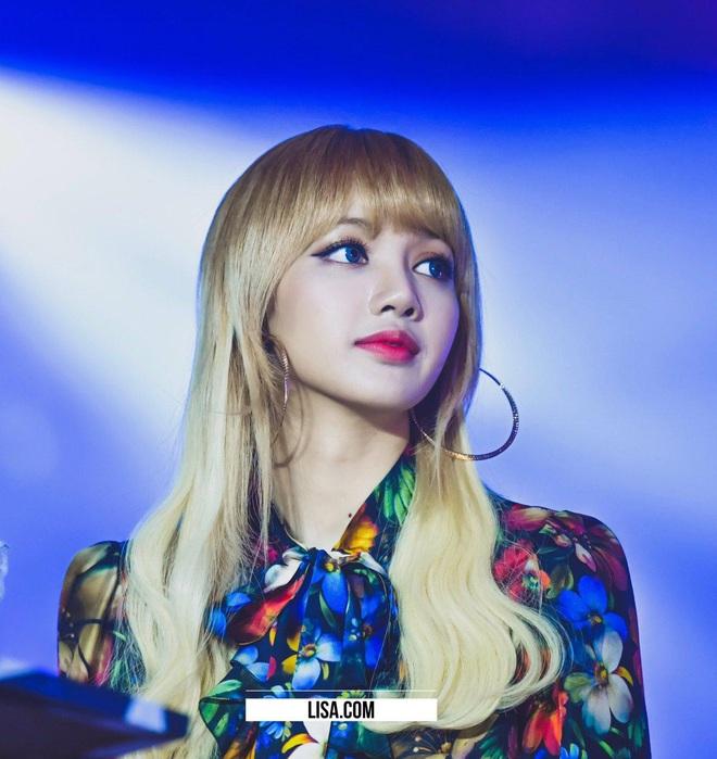 8 nàng búp bê sống của Kpop: Lisa đẹp siêu thực, mỹ nhân đẹp nhất thế giới năm 2019 Tzuyu có đọ lại nổi dàn nữ thần đàn chị? - Ảnh 4.