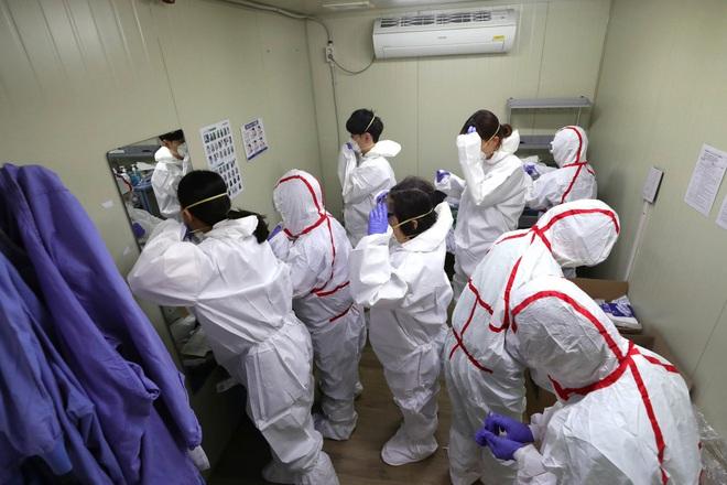 Hàn Quốc tăng thêm 813 ca nhiễm virus corona trong hôm nay, tổng cộng 3.150 người nhiễm và 17 người tử vong - Ảnh 1.