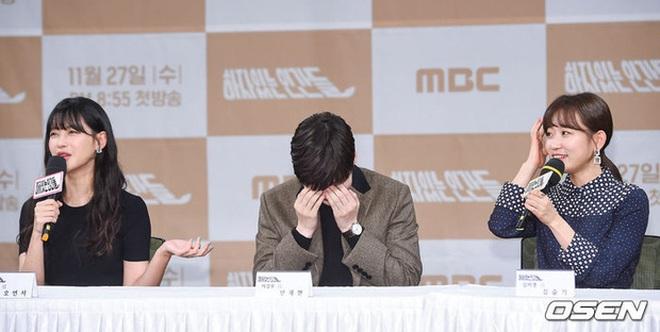 Sao thế giới gây bão khi lộ diện giữa tâm scandal: Taeyeon khóc nức nở, Seungri trang điểm kỹ, Lý Tiểu Lộ tỉnh bơ vui vẻ - ảnh 14