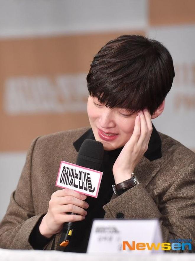 Sao thế giới gây bão khi lộ diện giữa tâm scandal: Taeyeon khóc nức nở, Seungri trang điểm kỹ, Lý Tiểu Lộ tỉnh bơ vui vẻ - ảnh 15