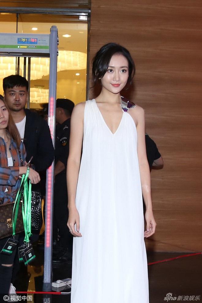 Sao thế giới gây bão khi lộ diện giữa tâm scandal: Taeyeon khóc nức nở, Seungri trang điểm kỹ, Lý Tiểu Lộ tỉnh bơ vui vẻ - ảnh 22