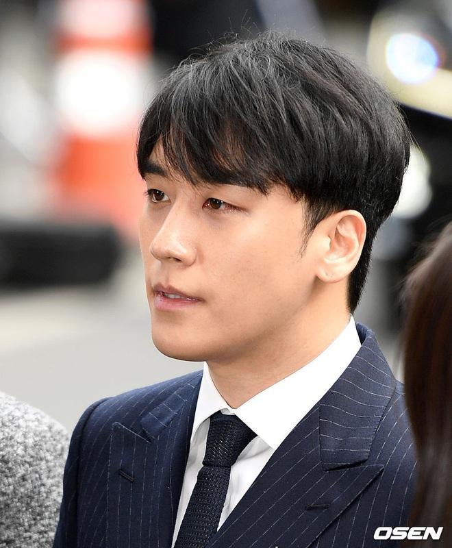 Sao thế giới gây bão khi lộ diện giữa tâm scandal: Taeyeon khóc nức nở, Seungri trang điểm kỹ, Lý Tiểu Lộ tỉnh bơ vui vẻ - ảnh 8