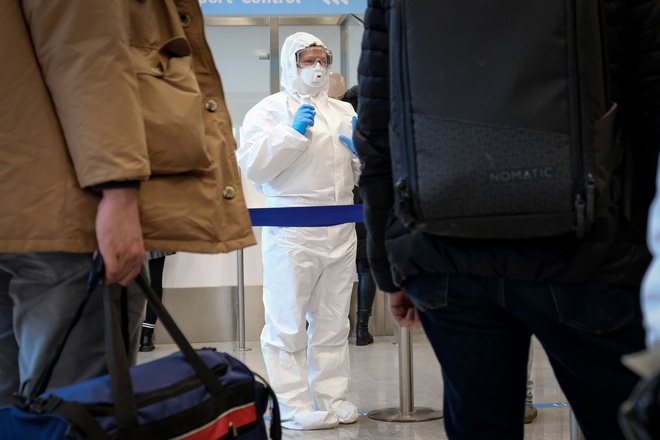 Cập nhật: Mỹ có trường hợp đầu tiên tử vong vì Covid-19, Italy tăng lên đến 1.128 ca nhiễm virus corona - Ảnh 1.