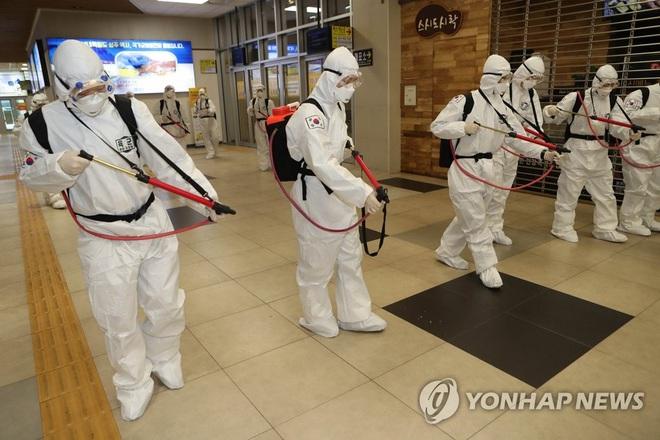 Hàn Quốc: Tiếp tục có thêm 376 người nhiễm virus corona với 90% tại Daegu, tổng số ca mắc bệnh đã vượt 3500 - Ảnh 1.