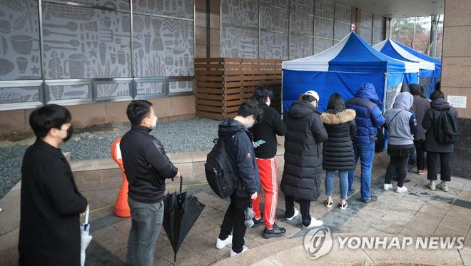 Hàn Quốc: Một văn phòng nằm trong khu vực sầm uất trở thành ổ dịch virus corona lớn nhất Seoul, ít nhất 22 người nhiễm bệnh - Ảnh 1.