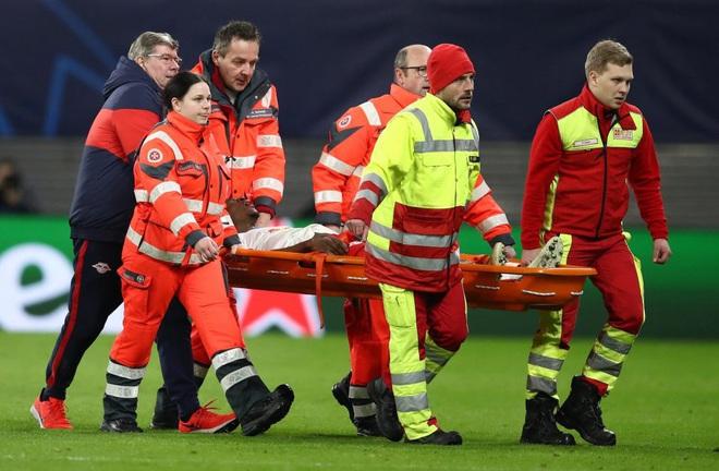 Cầu thủ trẻ tiềm năng nuốt lưỡi, mồm đầy máu sau một tai nạn khó đỡ trên sân bóng - Ảnh 5.
