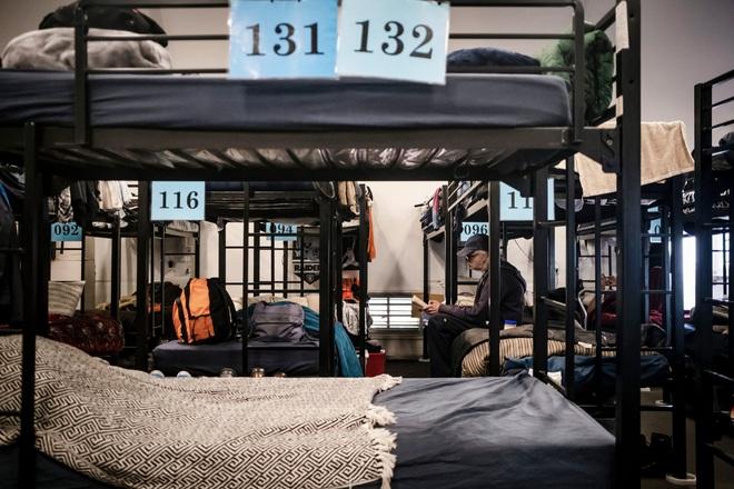 Cuộc sống tạm bợ, tăm tối và mắc nhiều bệnh nền khiến hơn 550.000 người vô gia cư Mỹ bị đẩy tới bờ vực thảm họa trong đại dịch Covid-19 - Ảnh 1.